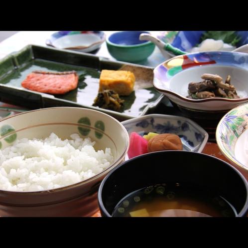 【朝食】会津産コシヒカリは評判のお米