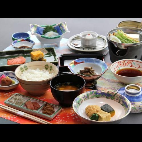 【朝食】朝はしっかりと和食でご用意、人気の手作り豆腐は優しい味