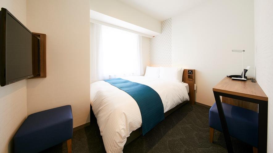 【モデレートダブルA】19㎡。ゆったり140cmダブルベッドとライティングデスク付の機能的な客室