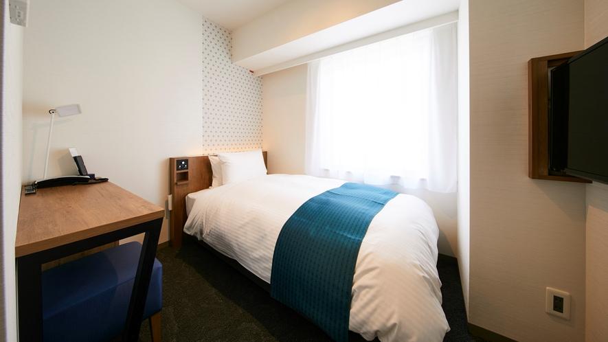 【シングル】13㎡。快適空間をつくる加湿空気清浄機、快眠をサポートするシモンズベッドで上質な目覚めを