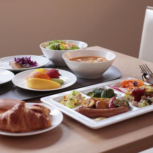 女性に大人気!野菜中心のごちそう朝ごはんをお楽しみください