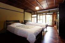 寝室 洋室1部屋 (シングルベッド2台)