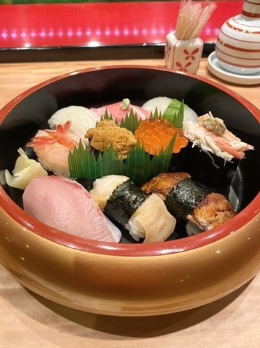 地元寿司店の特上寿司1人前