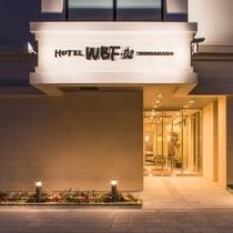 【夜の外観】ホテル正面