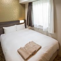 ダブルルーム(12平米/140cm幅ベッド)