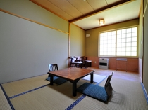 【ほっと和室6帖+板の間3帖】温泉の後は和室でぐっすりお休みください。