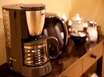 コーヒーメーカー、電気ケトルあります  Coffee and kettle is available