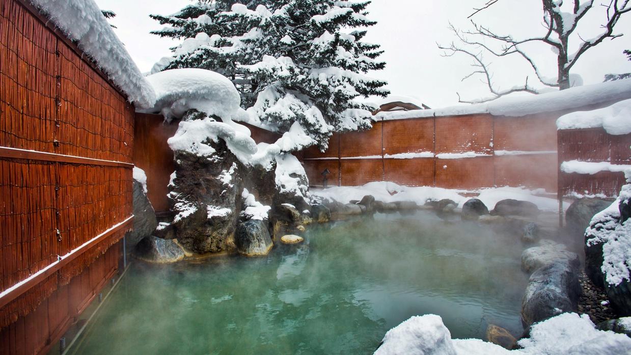 *[グリーンリーフホテル温泉]冬は美しい雪景色の中露天風呂をお楽しみいただけます。