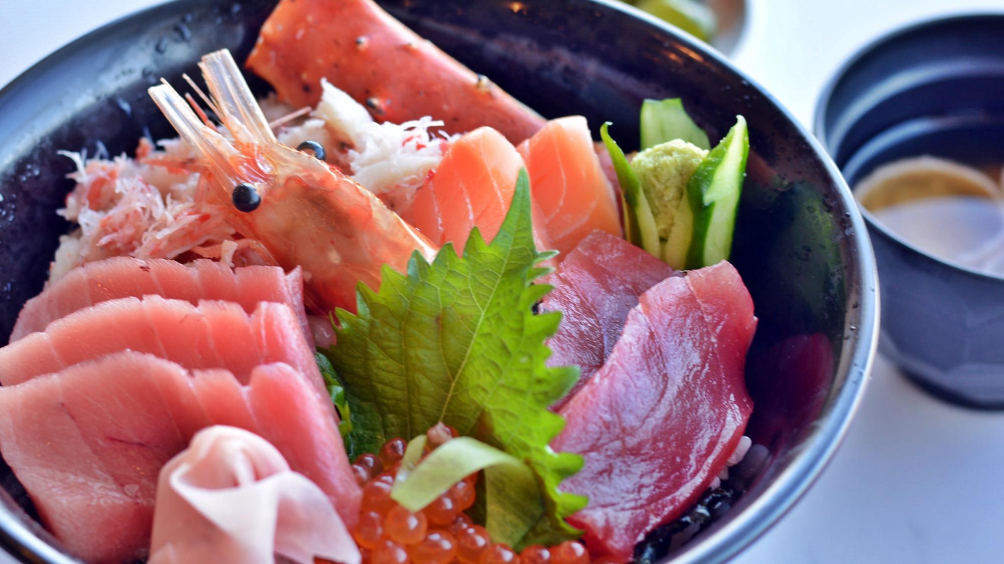 *[シーフードレストランクラブシャック]北海道産の新鮮な魚貝類がたっぷり載ったシャック丼。