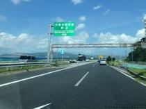 許田インターチェンジを降りて58号線を北上し約25分で到着。