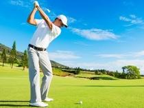 イメージ:温暖な沖縄では通年でゴルフが可能、また中北部は沢山のゴルフ場が点在します。