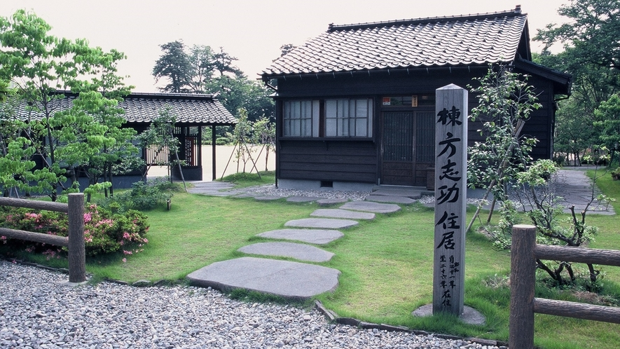 【周辺】20世紀を代表する板画家・棟方志功が疎開生活をしていた旧住居