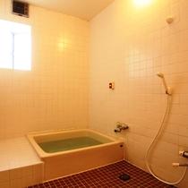 【風呂】24時間利用可能な貸切風呂。