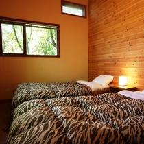 【客室】デラックスツインルーム(1室限定)バストイレ付きです。