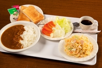 朝食一例 おすすめの朝カレーもぜひお試しくださいませ!♪
