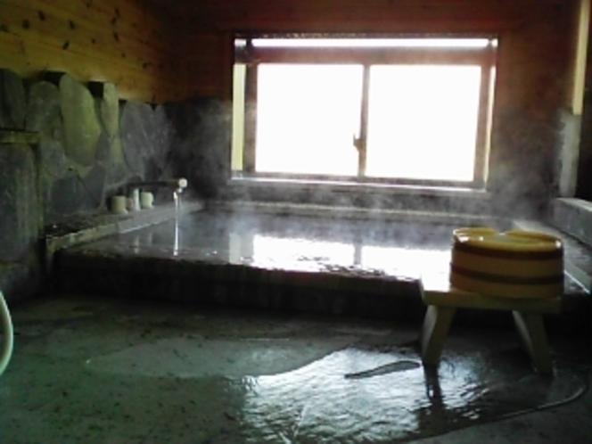 「木蓮」のいつでも源泉掛け流しの内風呂