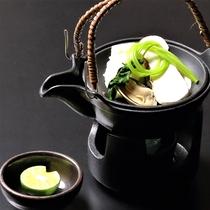 秋の味覚・松茸の土瓶蒸し