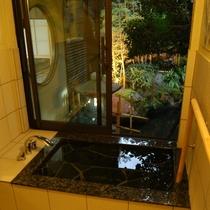 (離れの茶室宿)「弘陽亭」天降石のお風呂