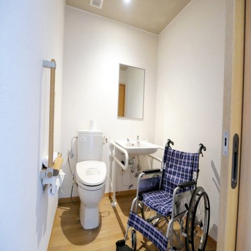 【ユニバーサルツイン】トイレもスペースを広くお使いいただけます。