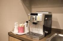 地下共有スペースに設置している無料のコーヒーマシン