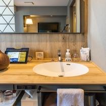 シングルルームの洗面台(客室内に設置されています)