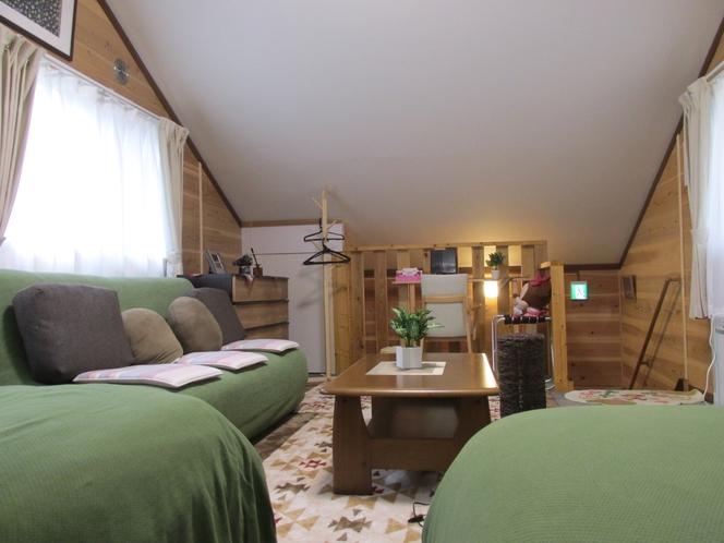 E棟2階寝室兼リビングルーム