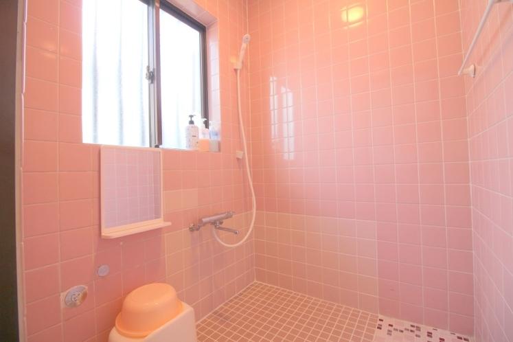 シャワー浴室