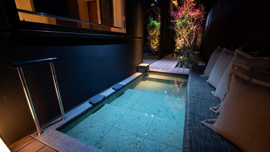 【木の間の月】ふふラグジュアリープレミアムスイートツイン露天風呂(一例)