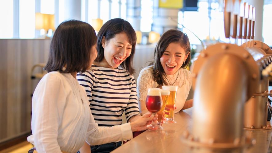 レストラン「HARBOR'S W」オリジナルクラフトビールで乾杯♪