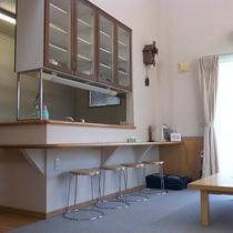 ef4cd5058429d コテージ内一例/キッチン・リビングがあり広々♪2階が寝室