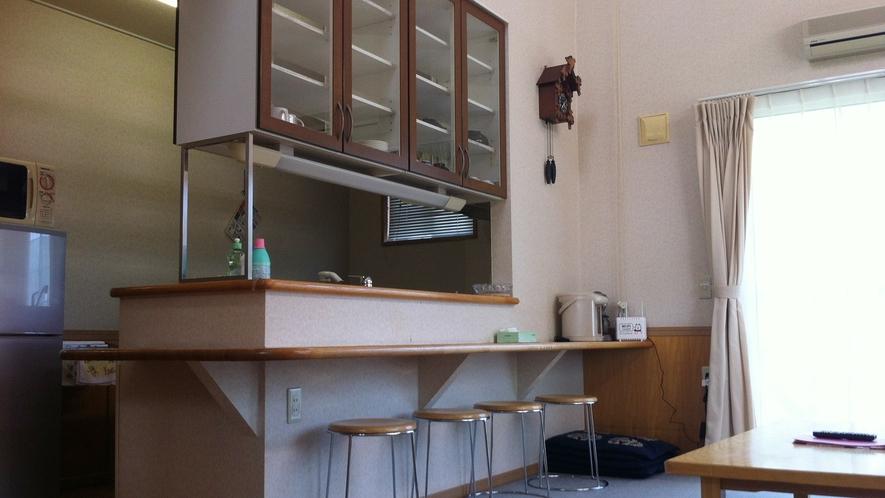 *コテージ内一例/キッチン・リビングがあり広々♪2階が寝室になっております。