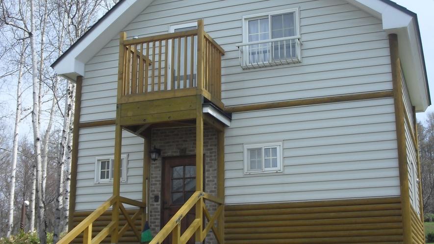 *5人用コテージ/2階建てのコテージにはキッチン完備!寝具はお布団になります。