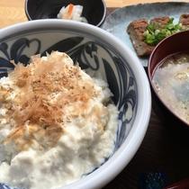 石臼挽き手絞り「まめ楽」の豆腐丼イメージ