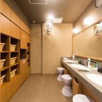 ■男性浴場 脱衣スペース
