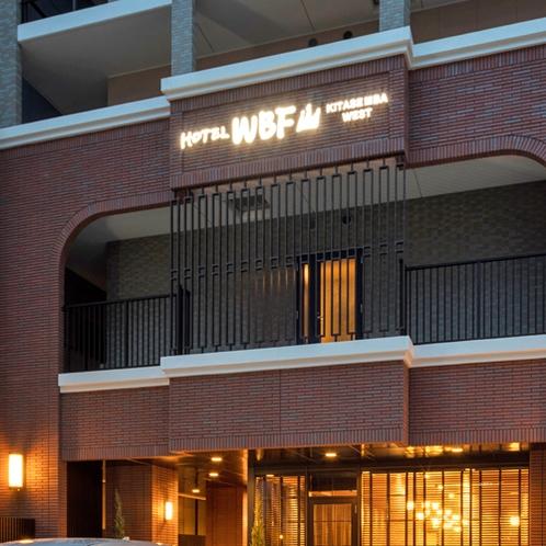 【ホテルWBF北船場WEST外観(夜)】
