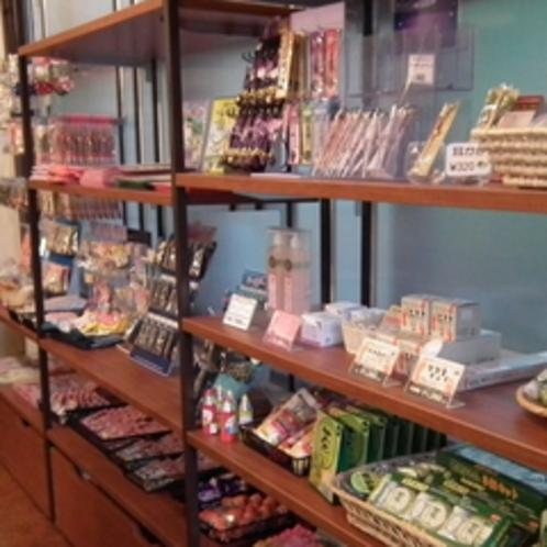 【売店】人気のアイスクリームや栃木限定のお土産をご用意しております。