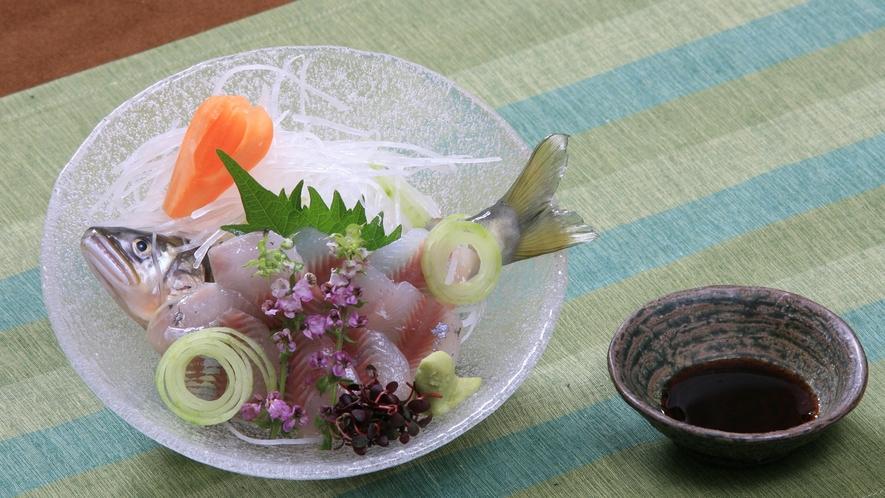 【別注料理】「鮎刺し」 一人前648円(税込)