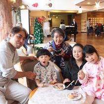 【お正月イベント】本館ロビーにて♪みんなでついたお餅は、美味しいね!