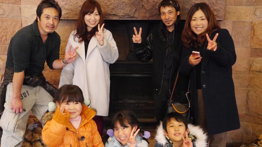 【記念撮影】本館ロビーにて♪2家族でのご旅行にもおすすめ!