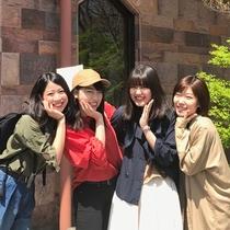 【グループ旅行にも♪】広い和室でわいわい過ごそう!キュートなポーズですね☆
