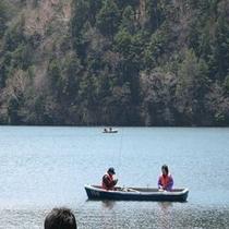 湯ノ湖釣りボートにて