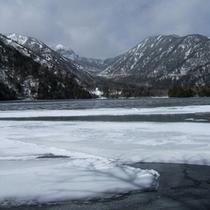 冬の湯の湖1