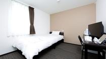 客室シングルルーム 12㎡の空間を最大限に活用した、コンパクトながら機能性あふれるお部屋です♪