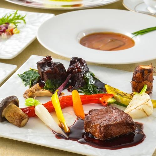 箱根西麓牛のミ・キュイやほほ肉の赤ワイン煮込に地野菜を添えて