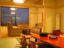 特別室A:二方向からの光がお部屋全体に注ぐ開放的な癒しの空間です。