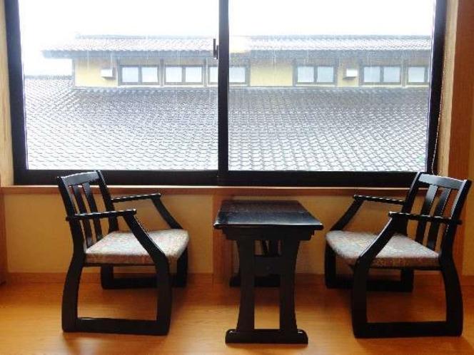 スタンダード客室:椅子テーブル