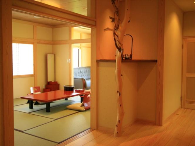 特別室A:ドアを開けるとそこは和の空間、桧の香る和室