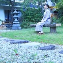 庭園を散歩♪季節に彩る木々や池の鯉など自然の癒し・・・