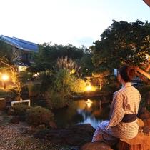 ライトアップされた庭園を眺めながらお寛ぎいただけます