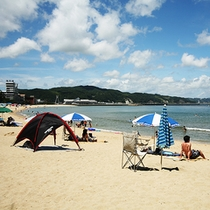 白砂青松の大浜海水浴場はホテルの目の前
